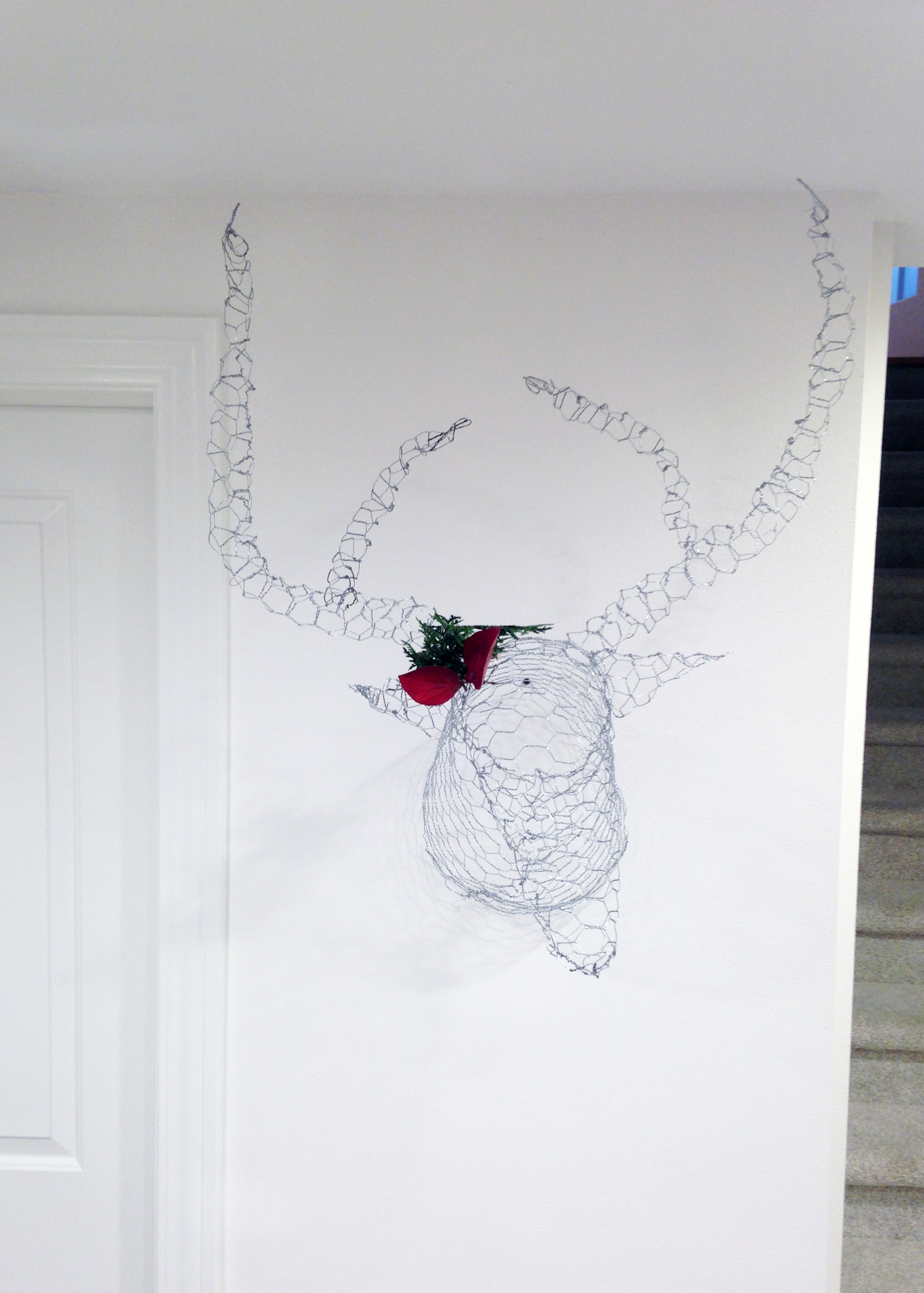 Creating a super cool deer head from plain ol\' chicken wire - a ...